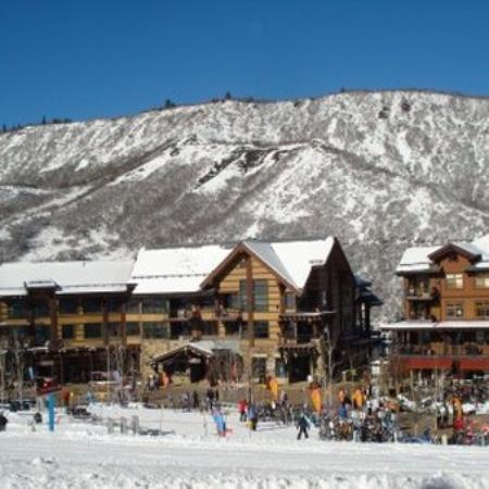 Capitol Peak Lodge Exterior
