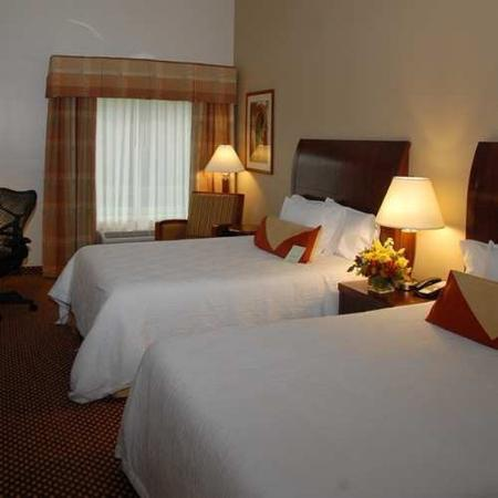 Hilton Garden Inn Riverhead: Double Standard Guest Room