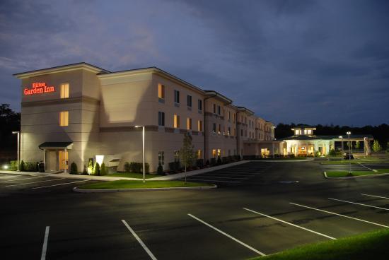 Hilton Garden Inn Riverhead: Exterior