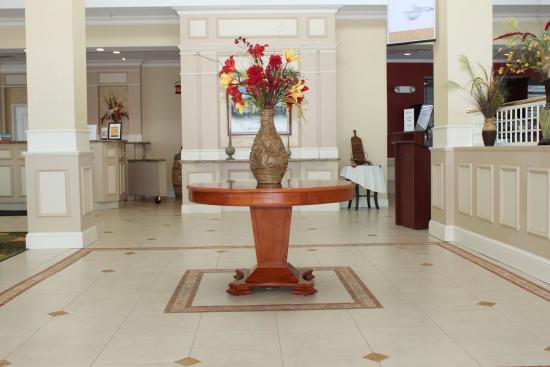 Hilton Garden Inn Riverhead: Foyer