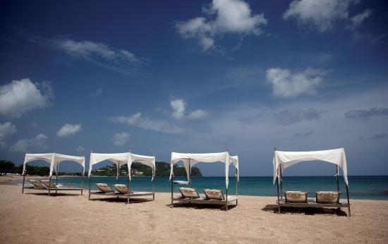Rendezvous Resort: Beach Cabanas