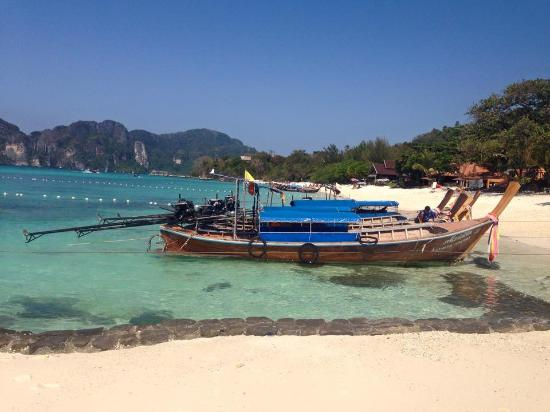 Phi Phi Hill Resort: Beach