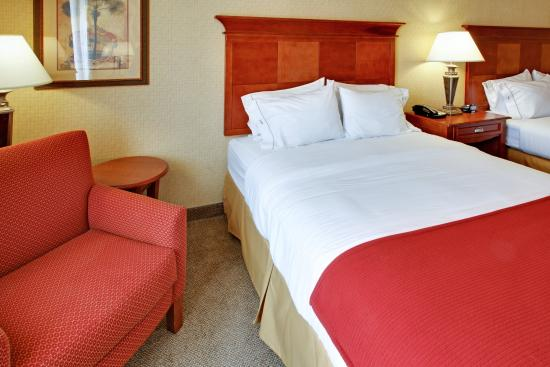 Holiday Inn Hotel Express & Suites West Hurst: Two Queen Bed Guest Room