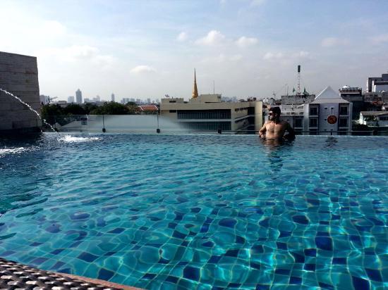 Piscina sensacional na cobertura do hotel picture of chillax resort bangkok tripadvisor - Hotel bangkok piscina ...