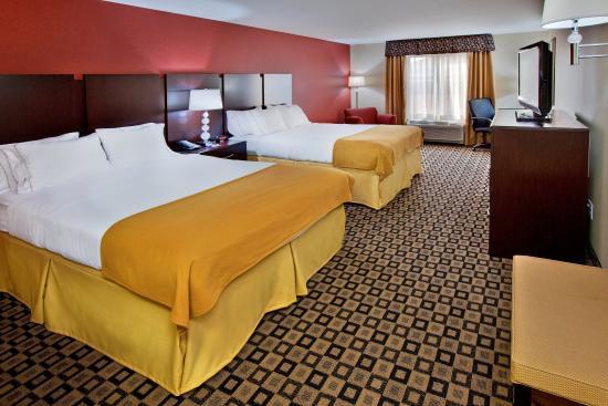 Crawfordsville, IN: Two Queen Bed Guest Room