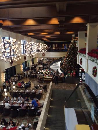 sofitel philippine plaza manila beautiful lobby and christmas decorations