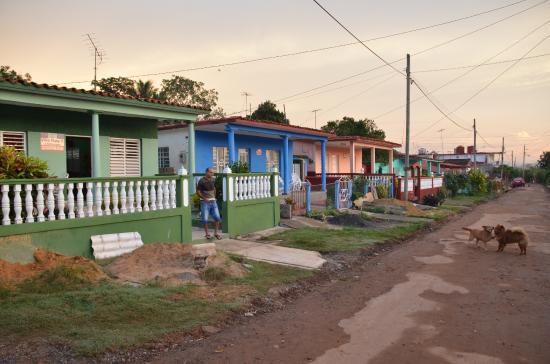 Villa Pupi y Norma: Norma's street