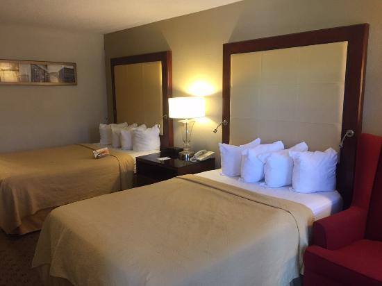 Morganton, NC: Guest room with queen beds