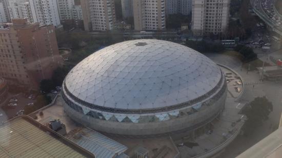 Mercure Shanghai Royalton : 호텔앞 체육관