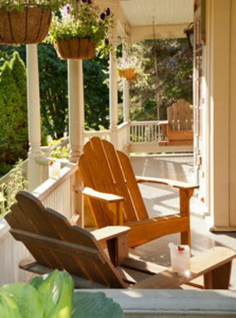 Trumansburg, NY: Relax on the front porch