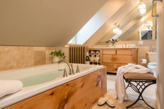 Trumansburg, estado de Nueva York: Luxurious Pinot Suite Bath