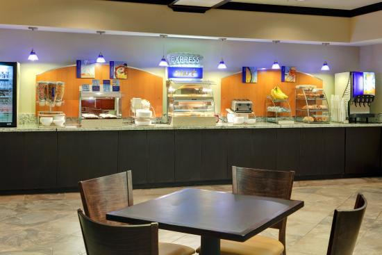 Holiday Inn Express Hotel & Suites Albuquerque Airport: Breakfast Bar