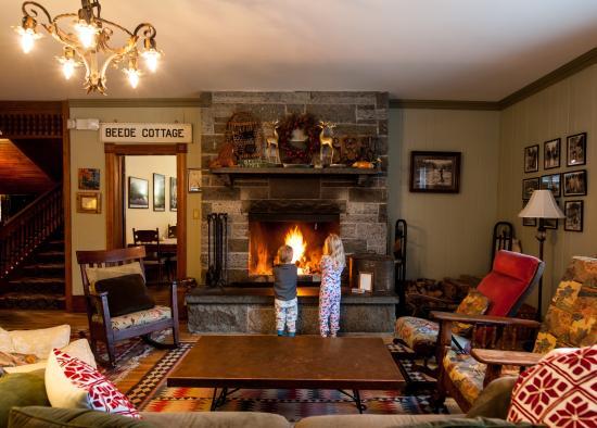 Keene Valley, NY: Enjoy a roaring fire
