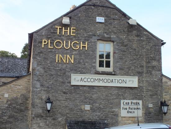 Temple Guiting, UK: The Plough Inn front side
