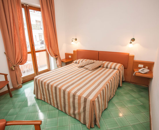 villa maria chat rooms Villa maria offers two types of rooms: one with a view of the lake and the other looking out towards torbole almost all the rooms have a balcony and all have an en-suite bathroom with shower, hair-dryer, telephone, safe and satellite tv.