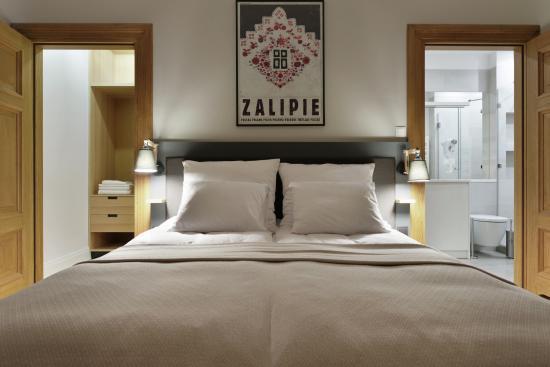 Bedroom (164363239)