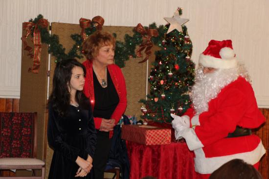 Tamaqua, Pensilvania: Our friends from The Strawberry Playhouse doing a play and lunch with Santa