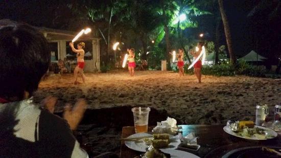 Nikko Sunset Beach BBQ : ファイヤーダンス。