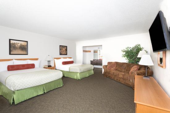 Super 8 Salina/Scenic Hills Area: 2 Queen / Pullout Sofa Suite