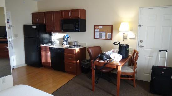 Candlewood Suites Fort Myers Sanibel / Gateway: Küchenzeile