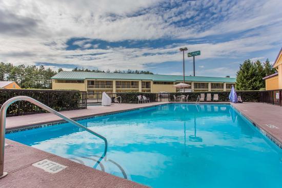 Quality Inn Kennesaw: Pool