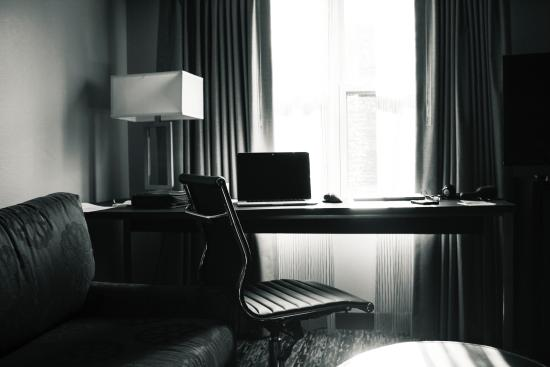 Residence Inn Boston Franklin : Desk and Living Area