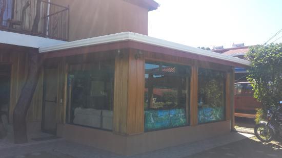 Monteverde Rustic Lodge: Front of lodge