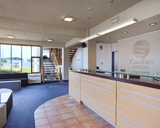Comfort Hotel Benvenue: Front desk