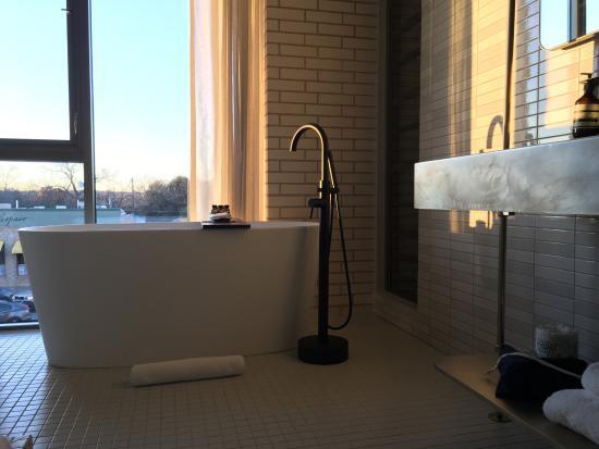South Congress Hotel: Beautiful Bathroom With Soaking Tub