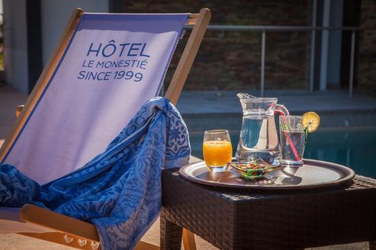 Hotel Le Monestie: Détente à la piscine