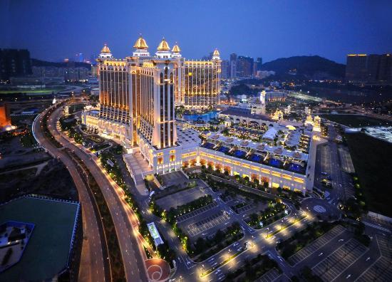 Banyan Tree Macau: Exterior Aerial View by Night
