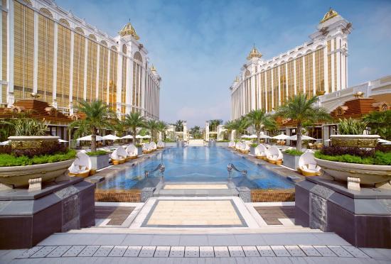 Banyan Tree Macau: Outdoor Pool