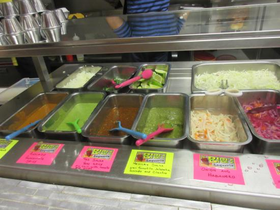 Milford, DE: Condiment and salsa trays