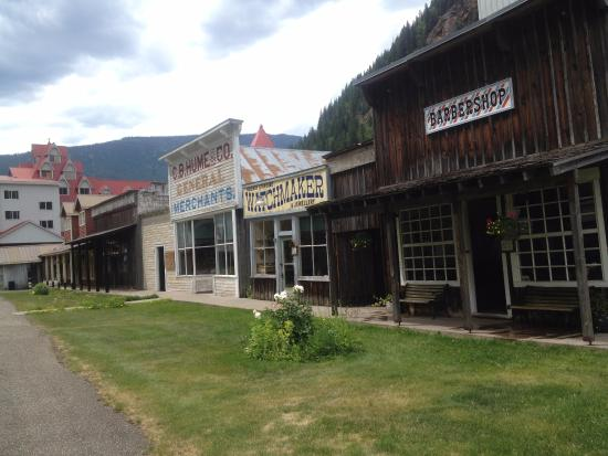 Three Valley Lake Chateau & Ghost Town: Mainstreet
