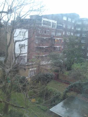 Por la ma ana oyes el trino de los p jaros picture of for 48 queensborough terrace london w2 3sj