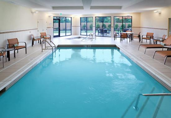 Courtyard Burlington Mt. Holly/Westampton: Indoor Pool & Spa
