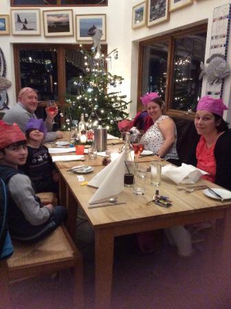 Dervaig, UK: Family dinner  at the Am Birlinn