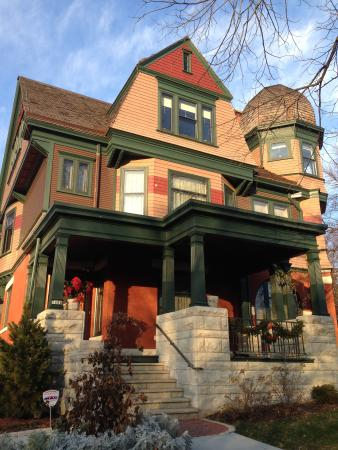 Wauwatosa, WI: Beautiful home