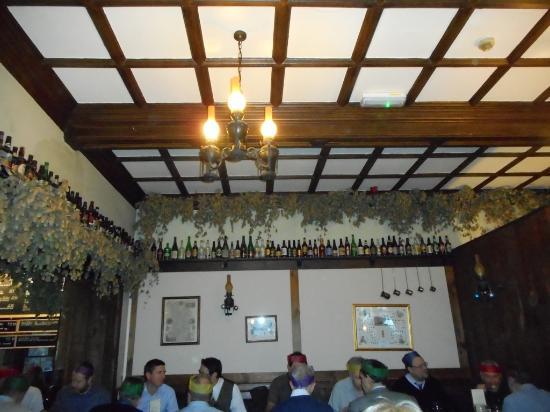 Ashover, UK: Hop lined Ceiling