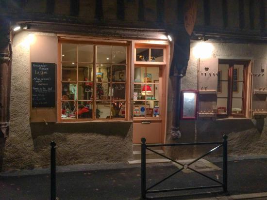 La Cene: Front of the restaurant.  Welcoming