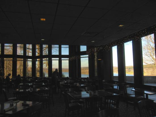 Perrysville, OH: Wall of windows gives great views