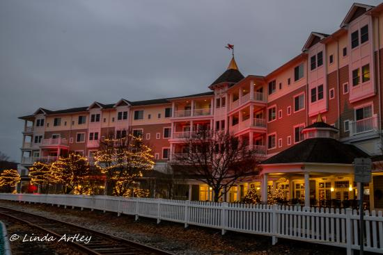 Watkins Glen Harbor Hotel Back Decorated For The Holidays
