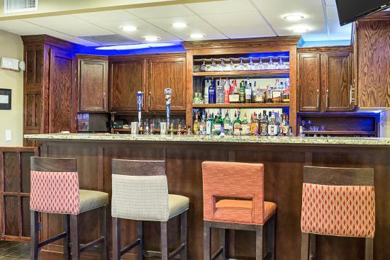 Comfort Suites Minot: Hotel Bar