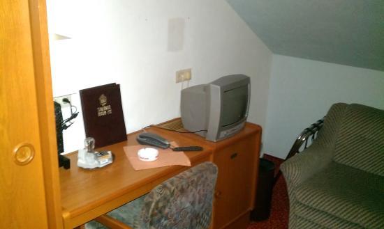 Stadthotel Hauser Eck: Маленький ТВ