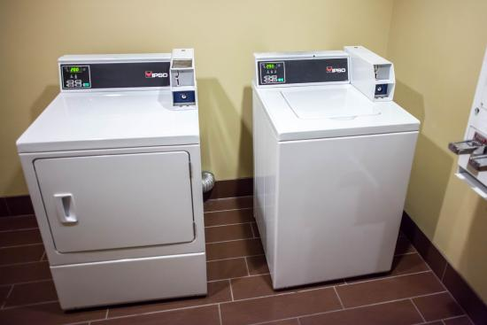 Sleep Inn & Suites and Indoor Water Park: Mo Laundry