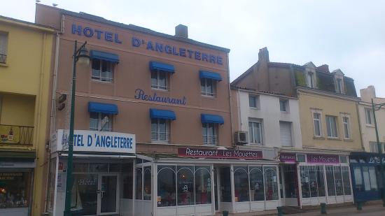 Le restaurant sur le port picture of les mouettes les - Restaurant le port les sables d olonne ...