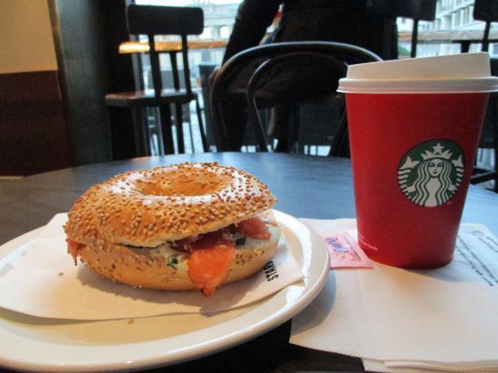 Starbucks: Frühstück: Lachsbagel + Karamel Latte Macchiato