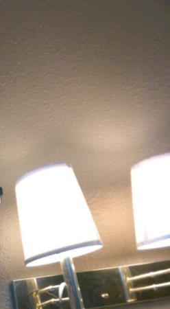 InTown Suites Louisville Airport : Bad lighting