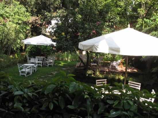 Hotel Vajra : en nog eens de tuin