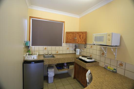 Paradise Court Holiday Units: small kitchenette